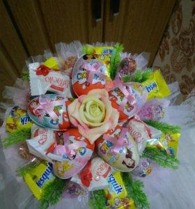 Букеты из сладостей и игрушек