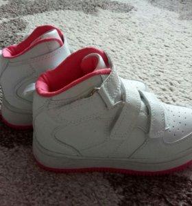 Новые кроссовки для девочки!