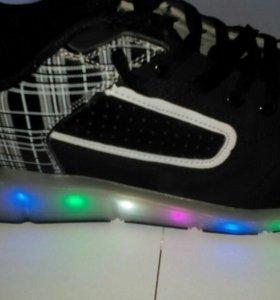 Роликовые кроссовки с подсветкой
