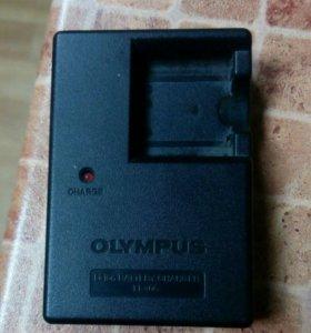 Зарядное ус-во для фотокамер OLYMPUS