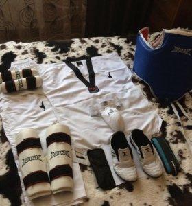 Форма и накладки для спорта тхэквондо!