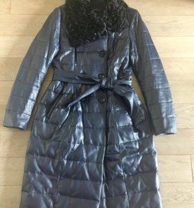 Демисезонное пальто из натуральной кожи на пуху.