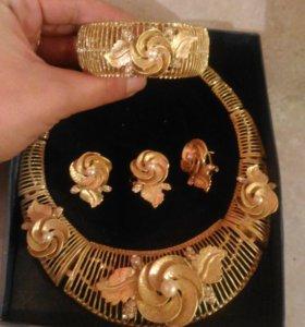 Набор бижутерии (колье, серьги, браслет, кольцо)