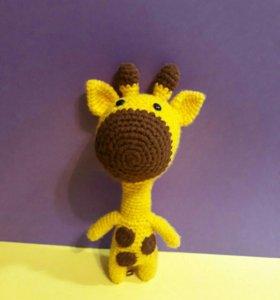 Мягкая игрушка жираф вязаная крючком