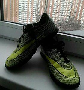 Футбольные сороконожки Nike 35.5