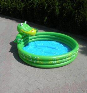 Бассейн. Детский большой надувной бассейн.