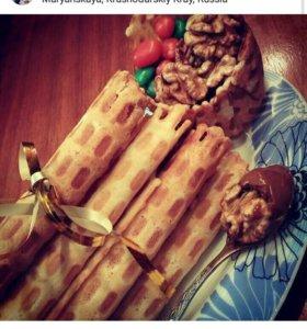 Вафельные трубочки со сгущенкой и орешки