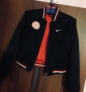Бомбер Nike
