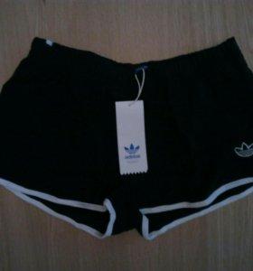 Короткие шортики adidas s,m,l.