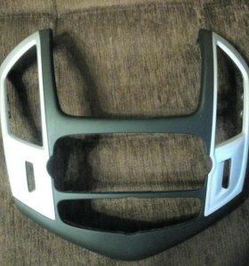 Рамка магнитолы от шевроле круз
