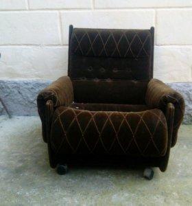 Кресло мягкое.