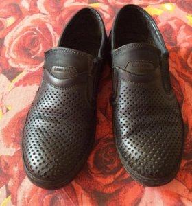 Туфли школьные перфорированные на мальчика р34 б/у