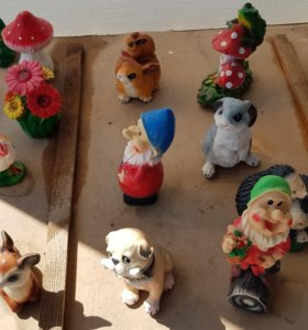 Фигурки для клумб и декора