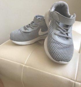 Кроccовки Nike