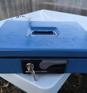 Переносной кассовый ящик