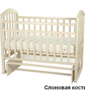 Детская кроватка с маятником, бу