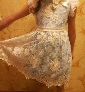 Платье в отл.состоянии, очень красивое.
