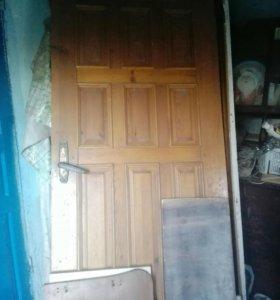 Деревянная лакированная дверь