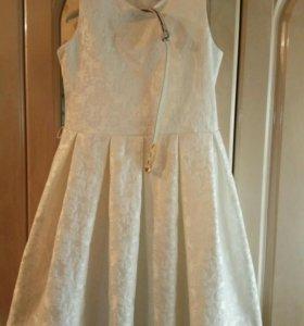 Нарядное платье на 8-10 лет классика