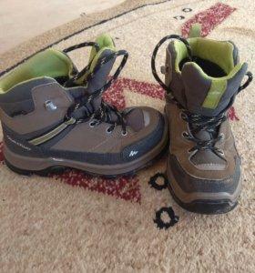 Ботинки QUECHUA для мальчика р-р 30