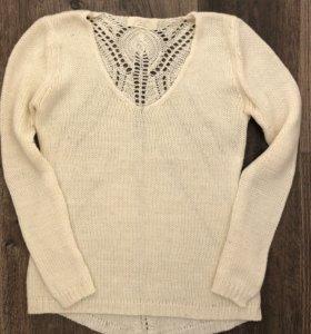 Белый свитер. Белая кофта. Узор на спине