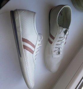 Спортивные туфли для юноши