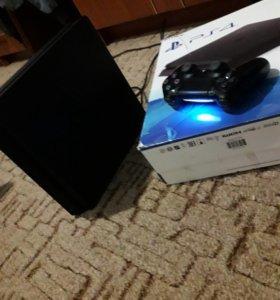 Продаётся консоль(Sony Playstation 4)