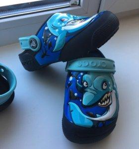 Сандали Crocs светящиеся С8
