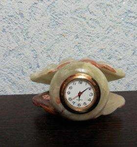 Часы из оникса