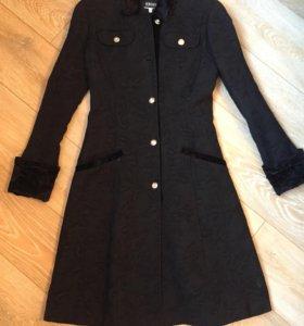Пальто Versace 42-44