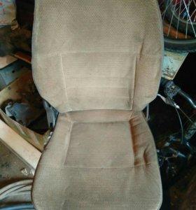 Продам передние сиденья