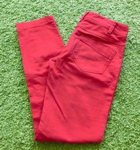 Красные джинсы/штаны/брюки