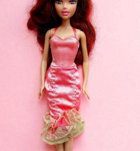 Кукла с нарядами, в отличном состоянии