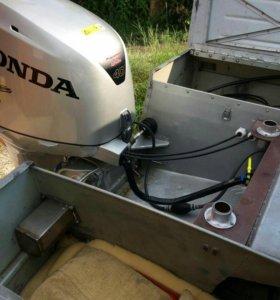 Мото лодка