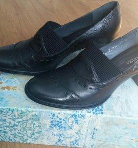 Продам новые кожаные туфли размер 39