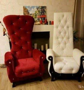 Винтажный бордовый трон