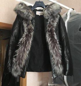 Кожаная женская куртка с мехом чернобурки