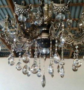 Люстры и лампочки не дорого.