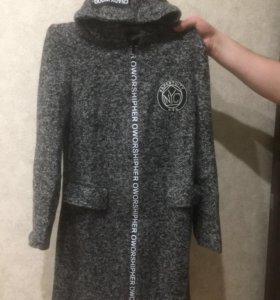 Новое легкое пальто-плащ 44 размер 1000руб.