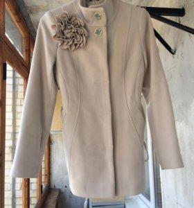 Продам весеннее пальто 42р