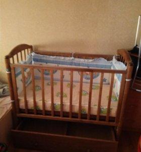 Продам детскую кровать с маятником и ящиком