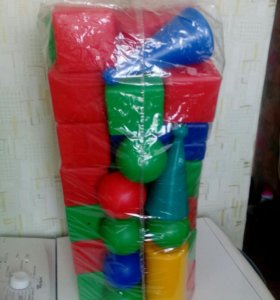 Конструктор :кубики,цилиндры,треугольники,шары.