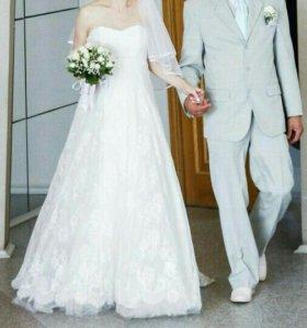 Свадебное платье и костюм.