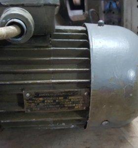 Электродвигатель трёхфазный асинхронный 4ама71в4уз