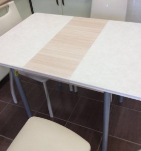 Раздвижной стол со стульями. Новые.