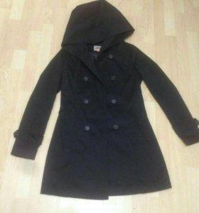 Пальто с капюшоном и пуховик фирменный М