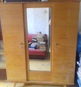 Шифоньер с зеркалом
