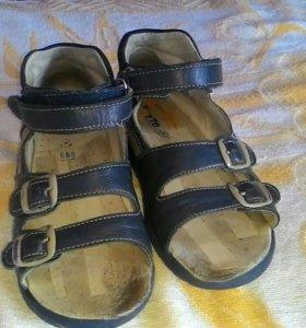 Продам ортопедические сандали Totto