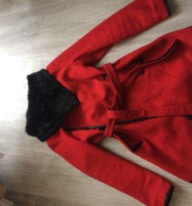 Пальто 42-46 размера.