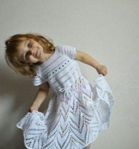 Летнее вязаное детское платье